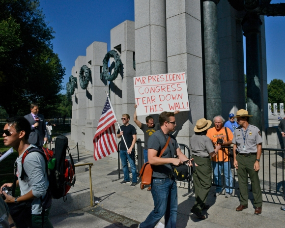 protesters at world war 2 memorial