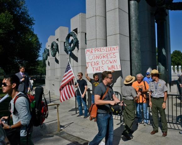 protesters at world war 2 memorial