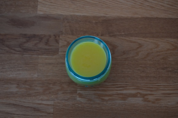 lemon curd in a mason jar