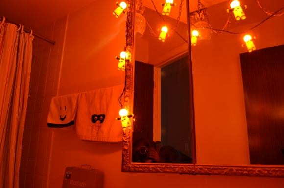 Halloween decs bathroom