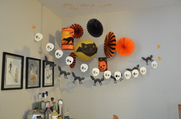 Halloween decs dining room