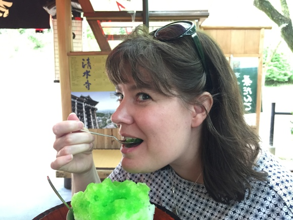 kimberly eating kakigori, Kyoto, Kiyomizu Temple