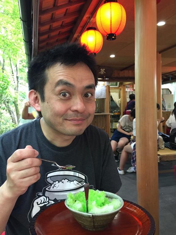 naoto eating kakigori, Kyoto, Kiyomizu Temple
