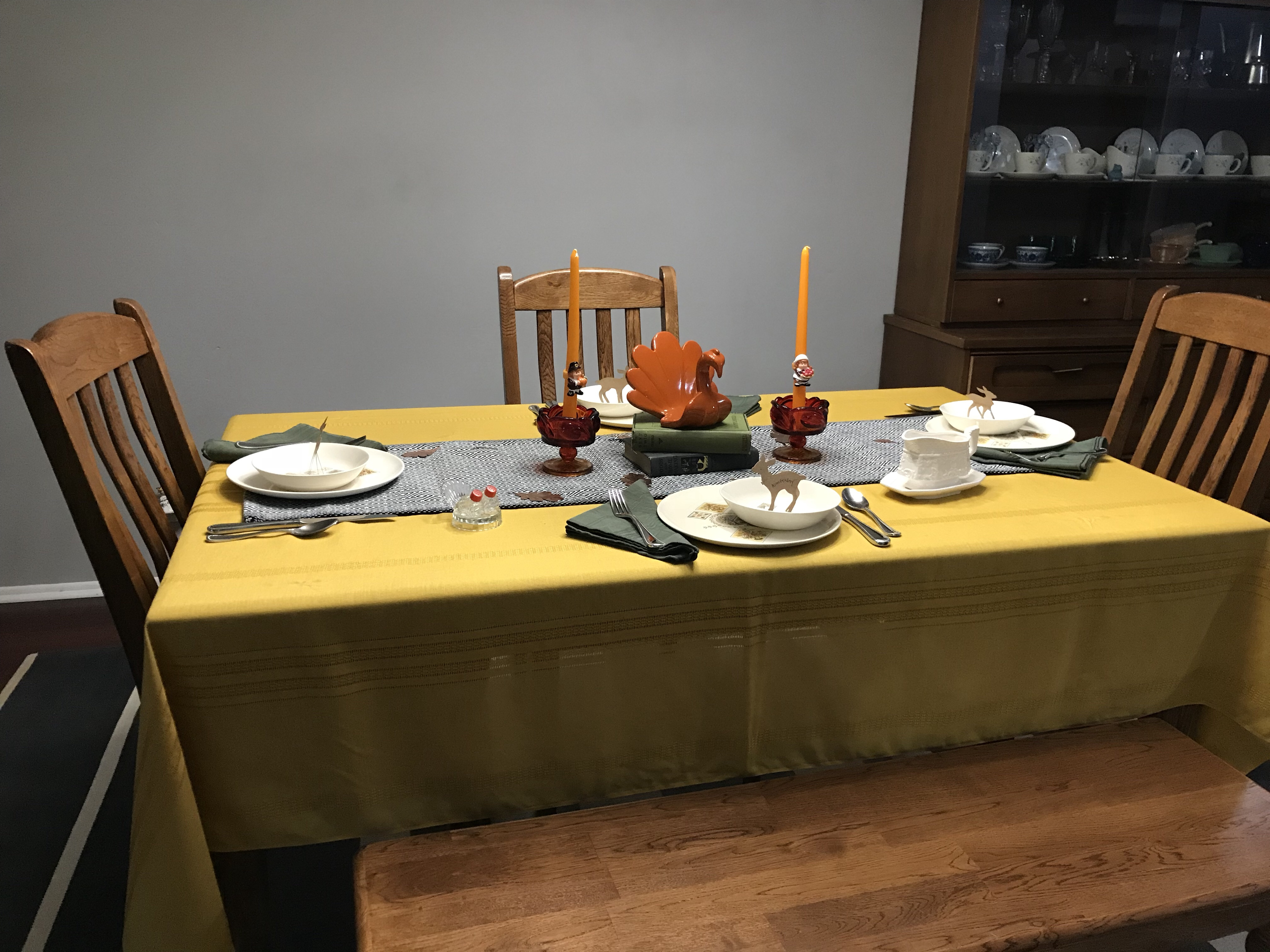 thanksgiving table, vintage tablecloth, vintage dishes, table settings
